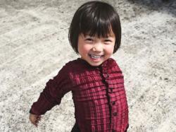 Британський дизайнер винайшов одяг, який «росте» разом з дітьми