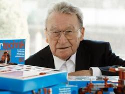 94-річний німець з Шварцвальда Артур Фішер (Artur Fischer), відомий у Німеччині як некоронований король дюбелів