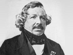 Луи Жак Манде Дагер считается изобретателем прототипа первого фото.