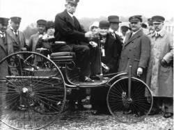 132 роки тому запатентовано перший автомобіль з бензиновим двигуном
